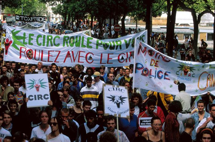manifestation pour  l'abrogation de la loi de 70