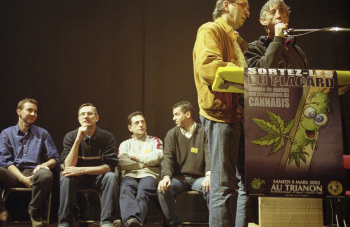 Théatre  Le Trianon. ELECTIONS  PRESIDENTIELLE 2002